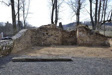 Pozůstatky kostela sv. Jiří v Lučině (býv. Grafenried)