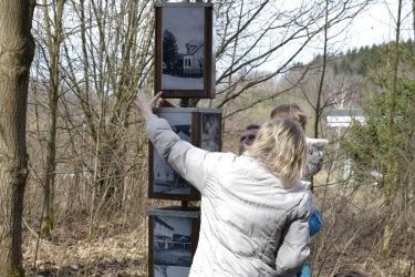 zastavení na naučné stezce kolem zaniklé obce Lískové (pův. Haselbach)