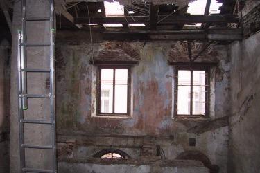 -Začátek rekonstrukce, interiér synagogy, 2003 / Blick in den Innenraum während der Renovierung