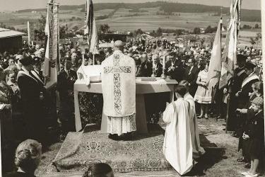 Pouť v Mähringu u kaple sv. Anny, rok 1960.