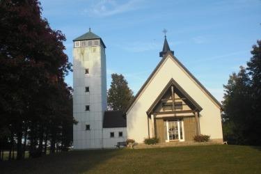 Kaple sv. Anny v Mähringu s přistavěnou rozhlednou z roku 1974