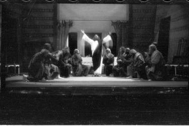 -Pašijové hry v roce 1933 v divadle, Poslední večeře, Foto: Franz Seidel, 1933 (Zdroj: Muzeum Fotoateliér Seidel)