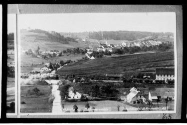 Hořice před druhou světovou válkou v pozadí Pašijové divadlo (Zdorj: Muezum Fotoateliér Seidl)