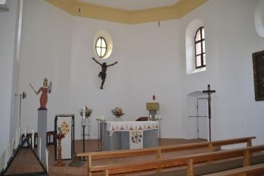 Zrenovovaný interiér kostela Panny Marie Bolestné v Hamrech