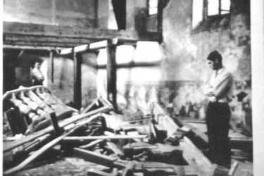 interiér kostela s oltářem v roce 1965