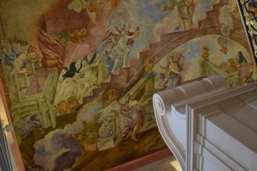 Prohlídka kláštera - Luxova Freska nad schodištěm s premonstrátskými řeholnicemi (Foto: D. Lepišová, 2017)