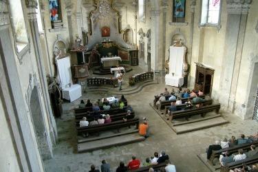 Koncert v chrámové lodi v rámci pravidelného kulturního programu Živé Skoky
