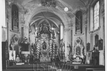 Interiér kostela v 60. letech 20. století