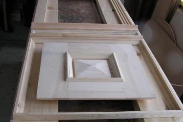 Replik der Tür während der Herstellung in der Tischlerwerkstatt