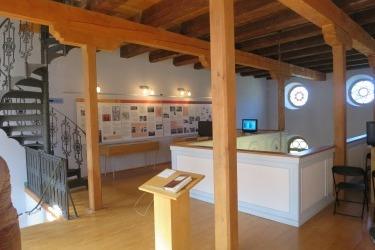 Gegenwärtige Ausstellung auf der ursprünglichen Frauenempore der Synagoge.