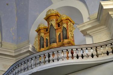 Der historischen Orgel in der Kirche Johannes des Täufers in Neumarkt. Seit 2012 finden in Neumarkt jedes Jahr Orgelmeisterkurse für Orgelmusikstudenten statt.
