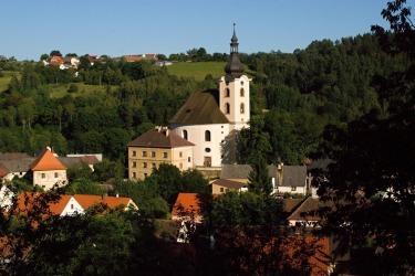 Das malerische Städtchen Neumarkt mit seinem barocken Marktplatz und der barocken Kirche.