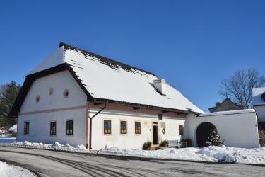 Das Geburtshaus von Adalbert Stifter in Oberplan. (Zdroj/Quelle: Památník-rodný dům A. Stiftera, pobočka Regionálního muzea v Českém Krumlově)