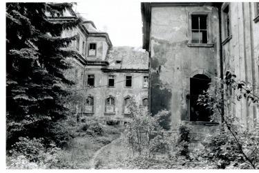 Atrium kláštera, 90. léta 20. století (Zdroj: Spolek pro klášter Chotěšov)